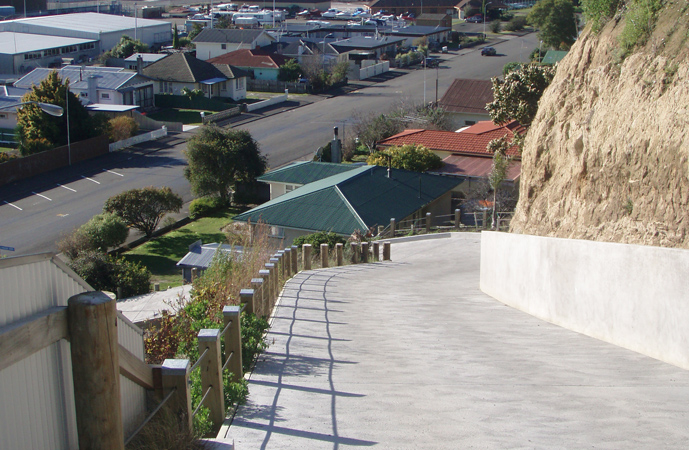 A steep driveway reinforced with fibre concrete