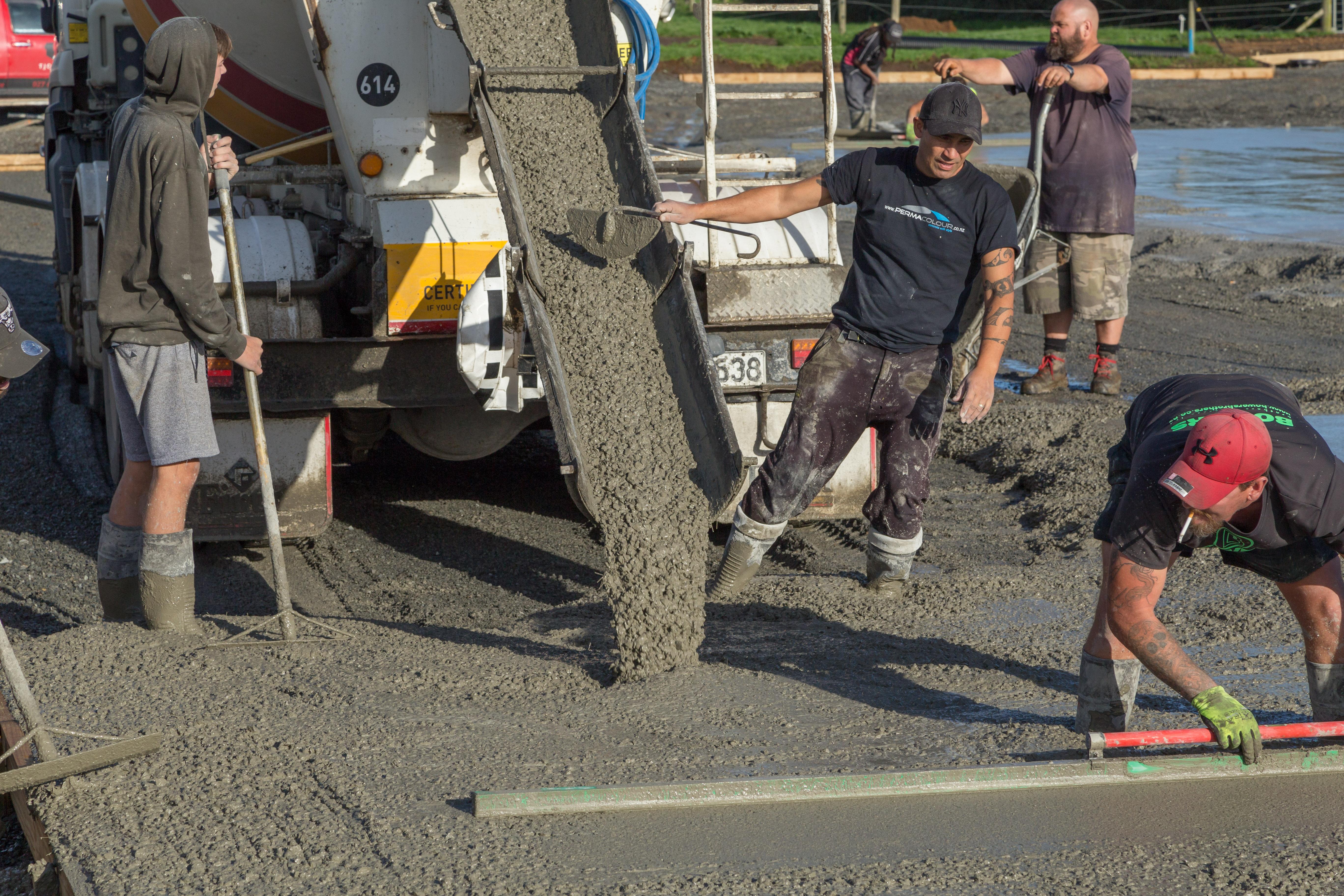 Non corrosive fibre concrete is poured
