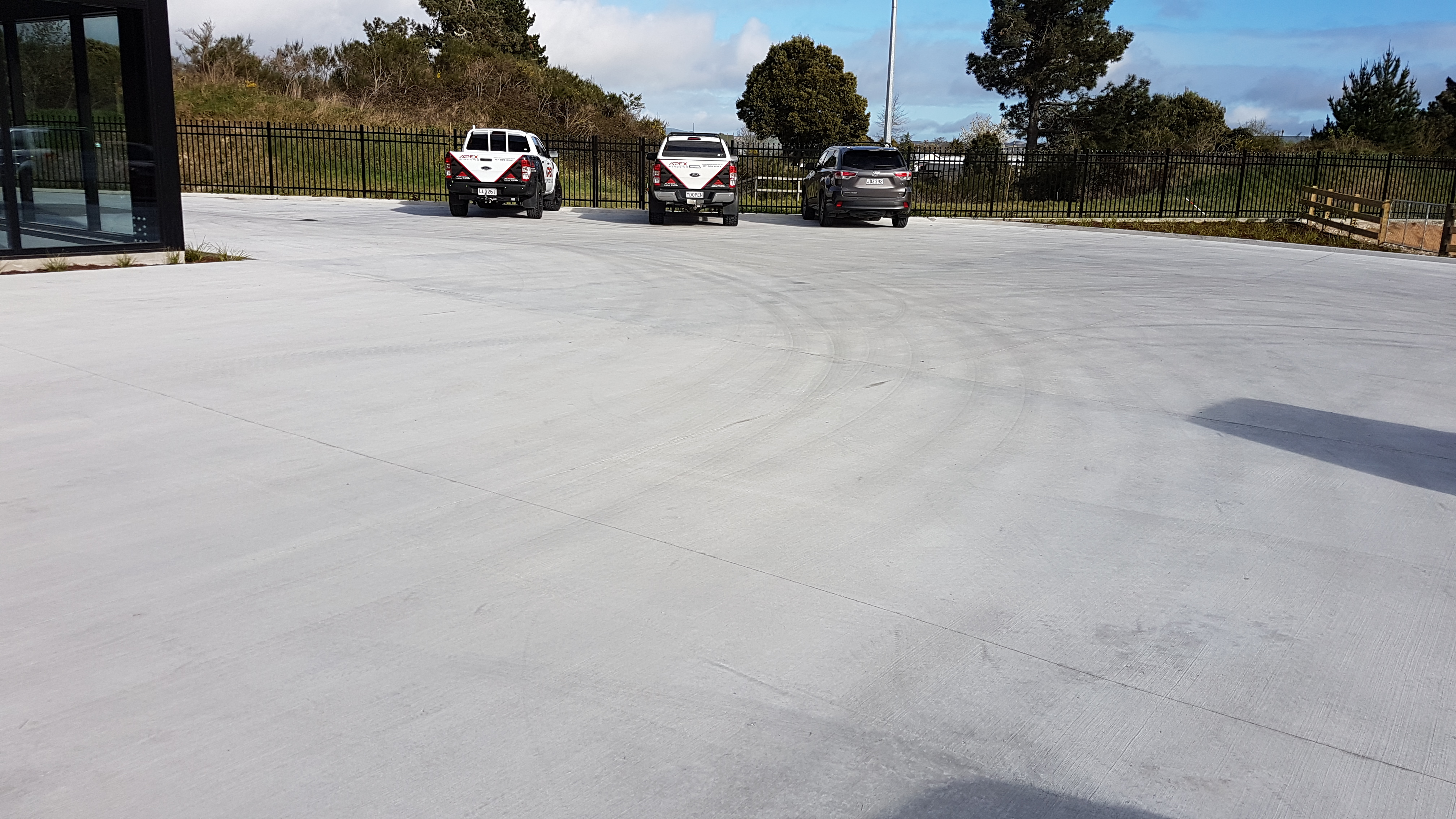 Around 1000m2 parking bay built on very strong fibre reinforced concrete work