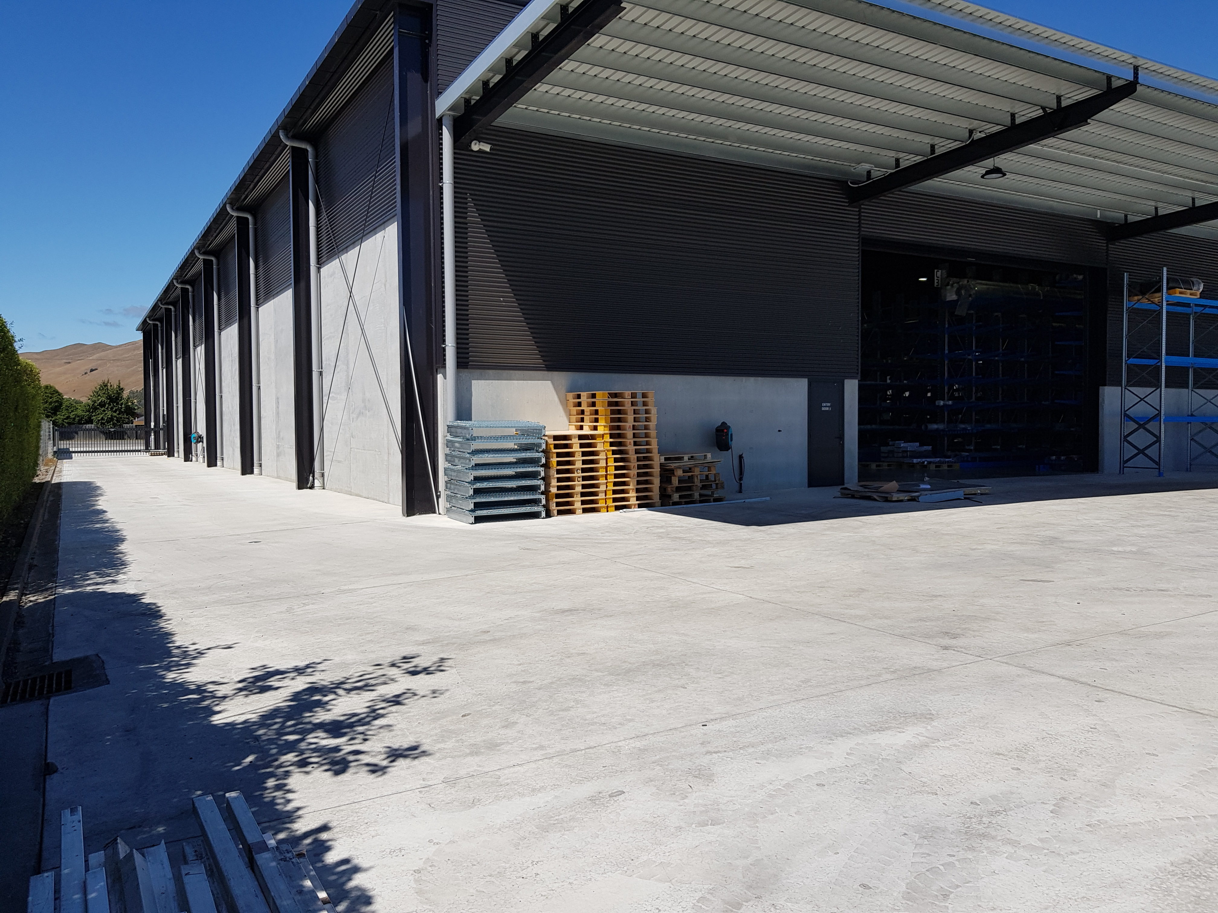 Metal business uses fibre cement slab for industrial building
