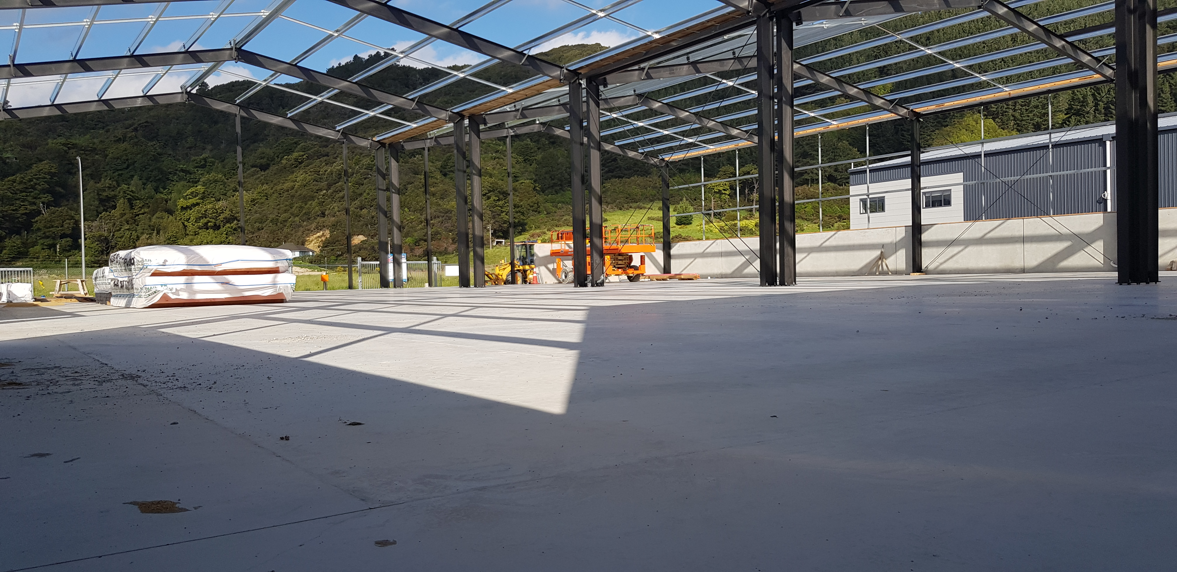 Large warehouse with fibre cement foundation