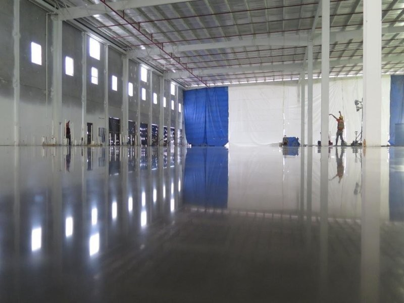 Flatness on a concrete floor. How to choose the conditions to demand.